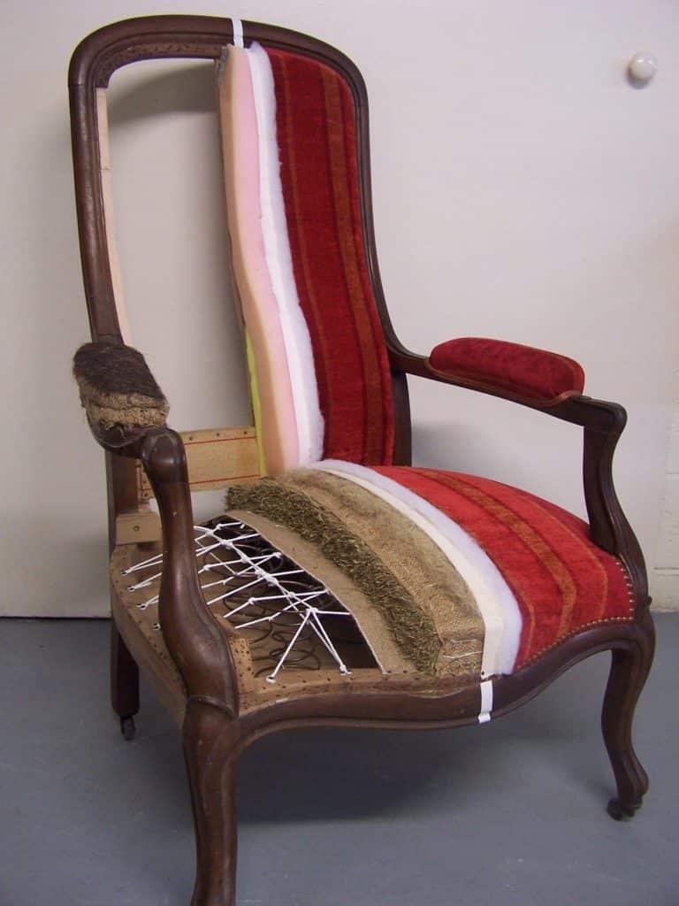 Comment Tapisser Une Chaise Ancienne retapisser son fauteuil, les bons conseils