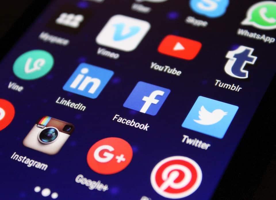 Comment embellir vos créations graphiques pour les médias sociaux?