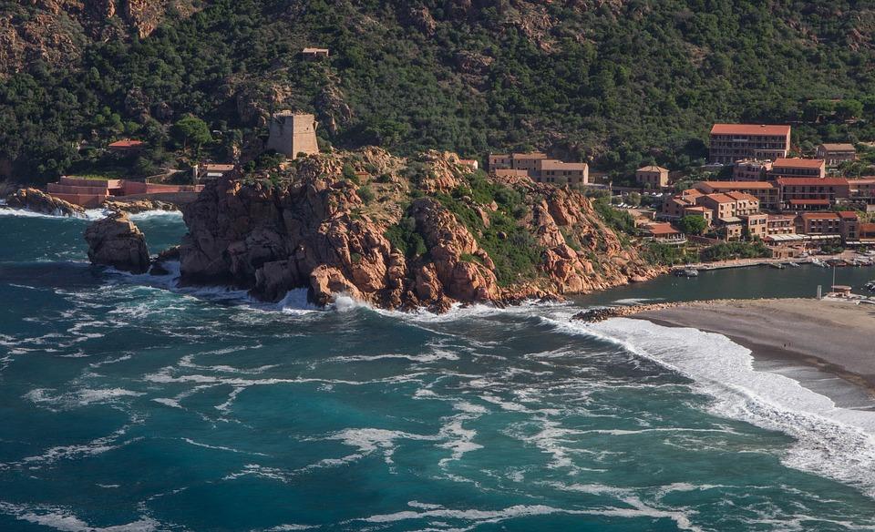 Partir en Corse en ferry cet automne ?