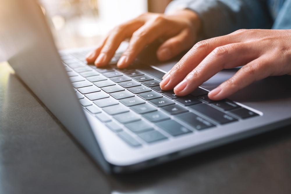 Comment arrondir ses fins de mois avec un business en ligne ?